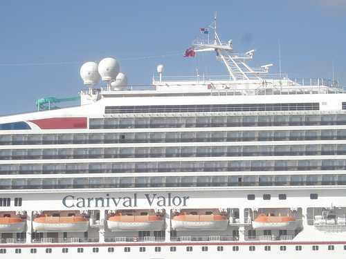 Carnival's Valor ot Grand Cayman