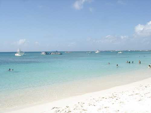 The beautiful Seven Mile Beach in Grand Cayman